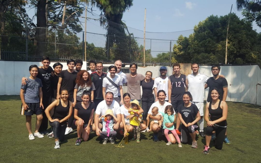 Partido de fútbol entre profesores y alumnos